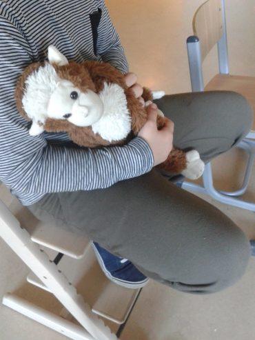 Jaap Aap op schoot bij kind
